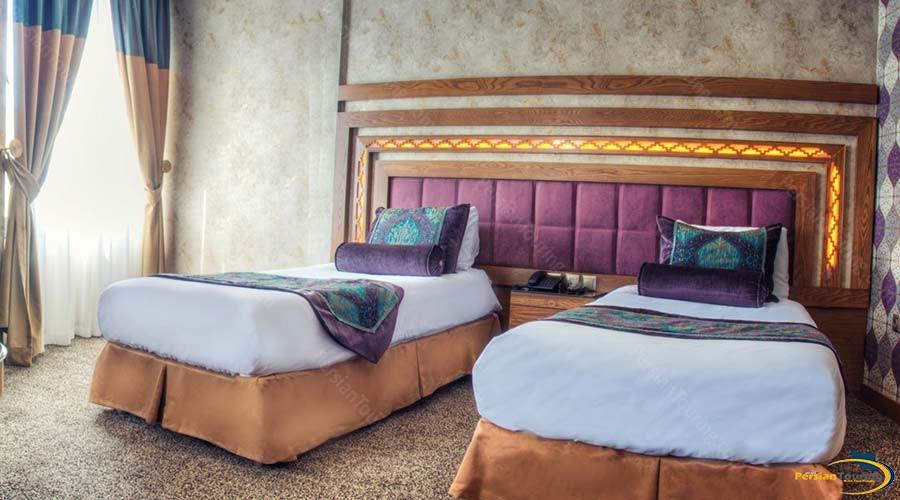 aryo-barzan-hotel-shiraz-twin-room-1