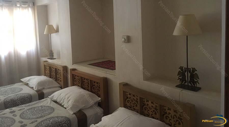 manouchehri-traditional-hotel-kashan-triple-room-1