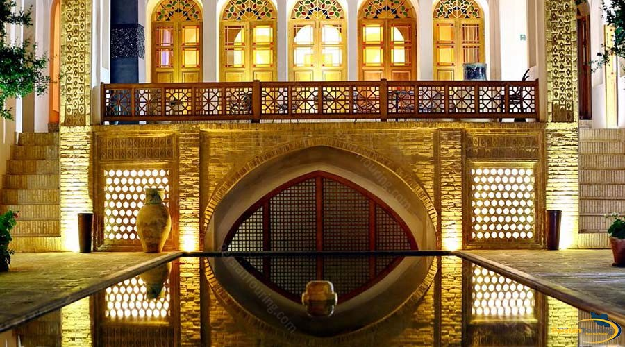 manouchehri-traditional-hotel-kashan-yard-3