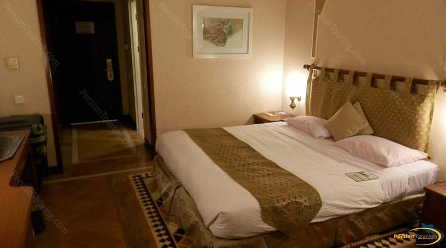 parsian-safaiyeh-hotel-yazd-double-room-2