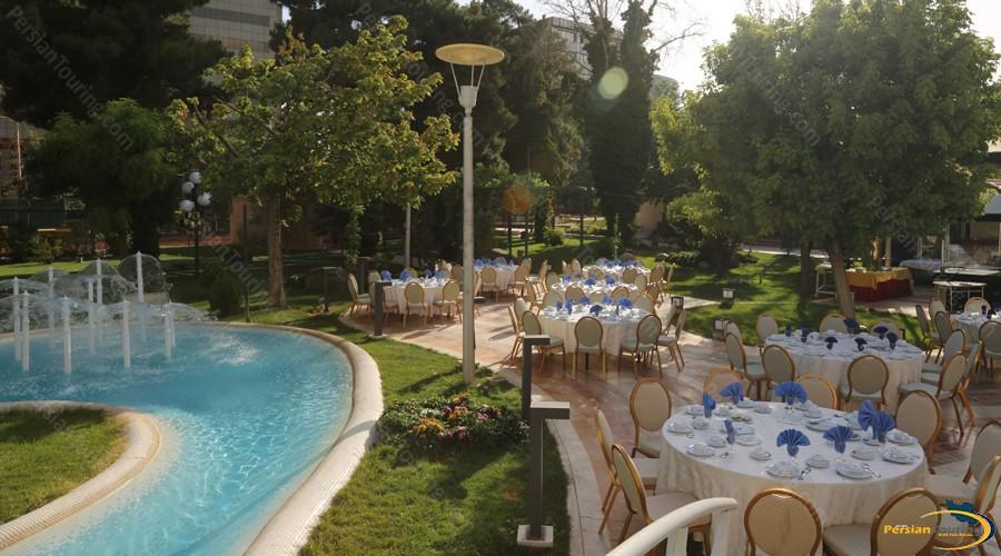 homa-hotel-tehran-yard