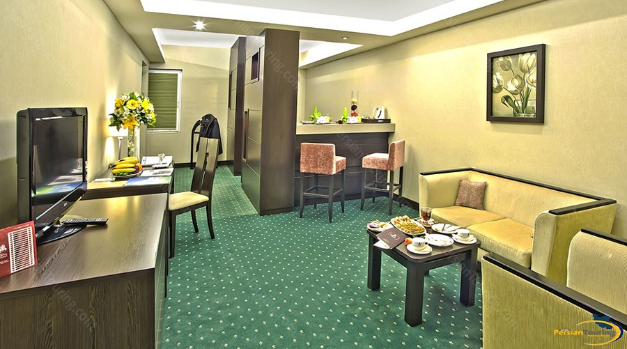 parsian-evin-hotel-tehran-grand-suite-3