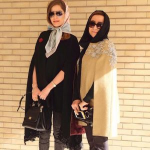 two-girls-manto