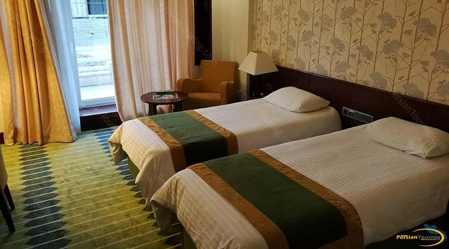 arg-hotel-yazd-twin-room-2