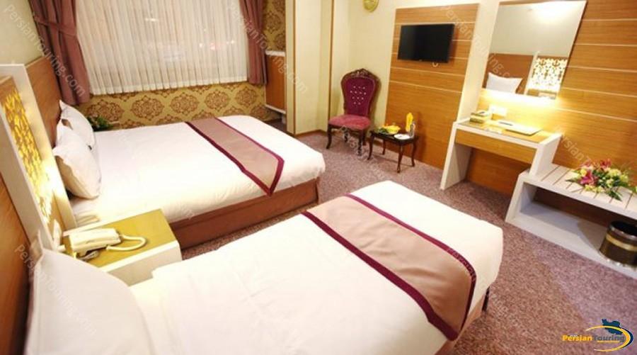 avin-hotel-isfahan-triple-room