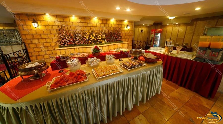 azadi-hotel-isfahan-restuarant-1