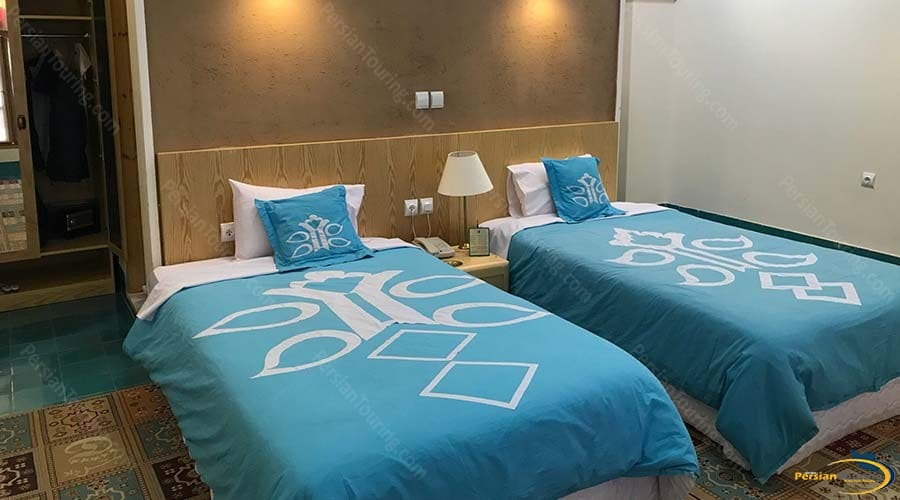 dad-hotel-yazd-twin-room-1