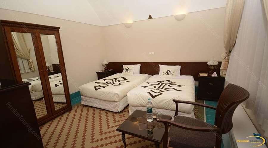 dad-hotel-yazd-twin-room-2
