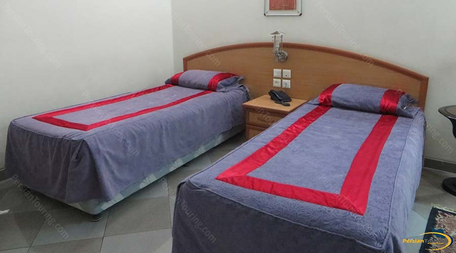 eram-hotel-shiraz-twin-room-2