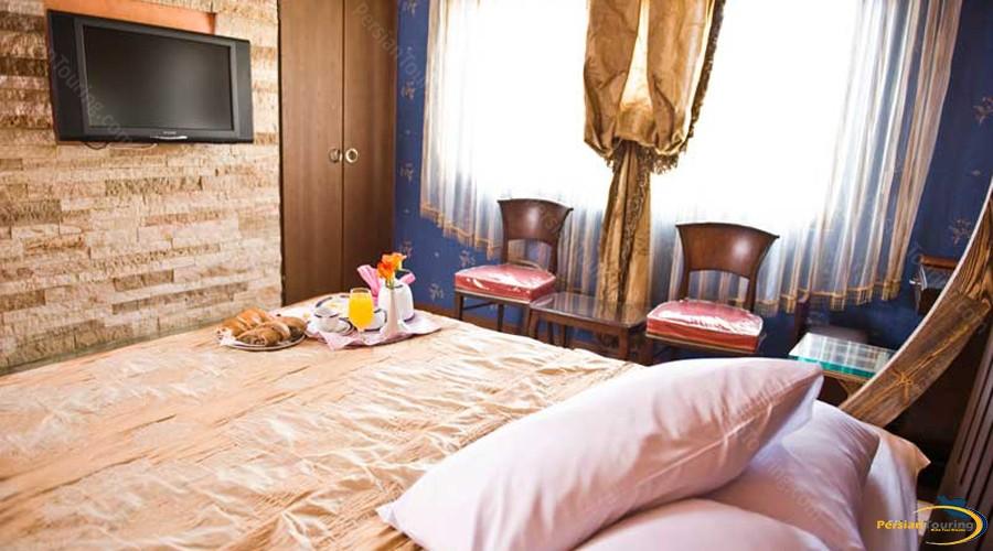 ferdowsi-hotel-tehran-double-room-1