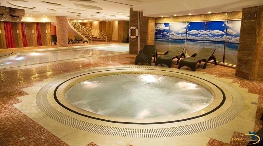 grand-hotel-shiraz-jacuzzi