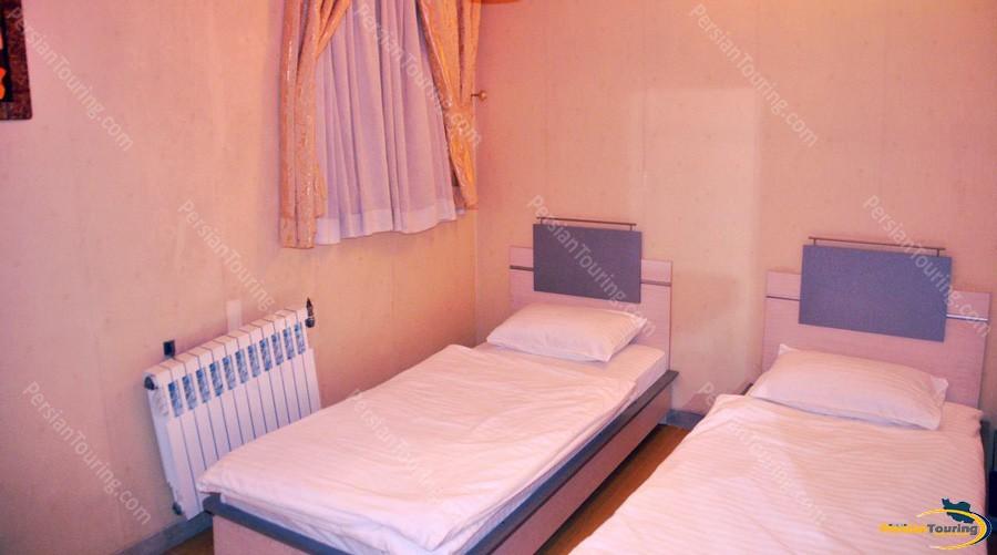 khatoon-hotel-isfahan-twin room 1