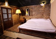 kuhpa-caravanserai-isfahan-shab-neshin-room-2