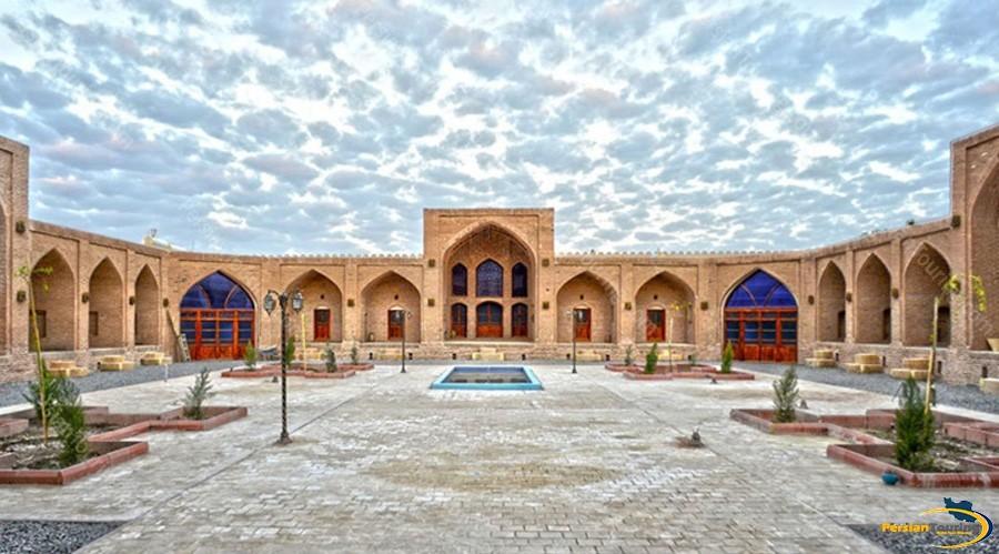 kuhpa-caravanserai-isfahan-view-10