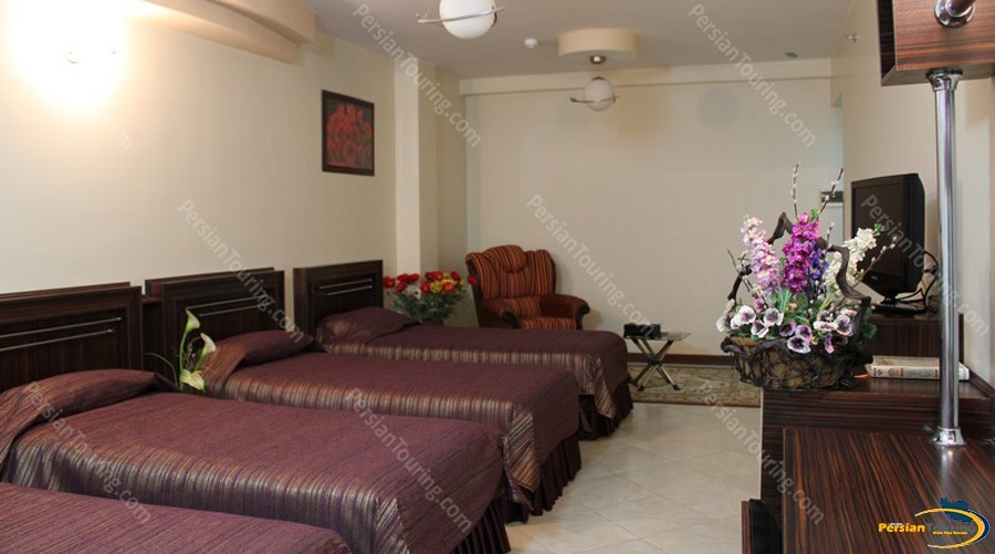 mahan-hotel-isfahan-quadruple-room