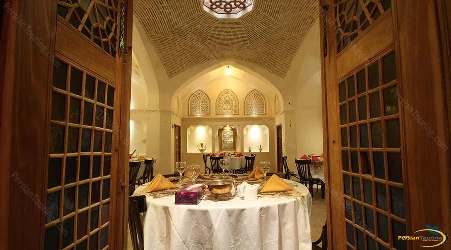 mahinestan-raheb-hotel-kashan-restaurant-1