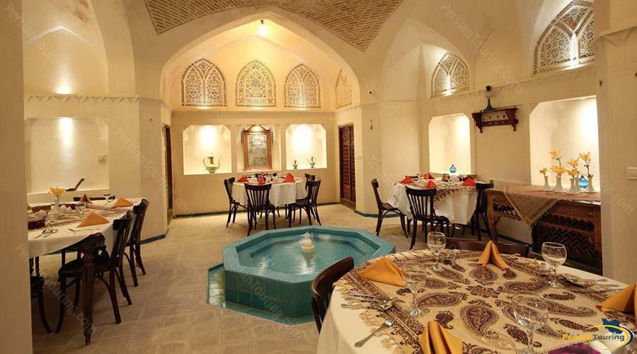 mahinestan-raheb-hotel-kashan-restaurant-2
