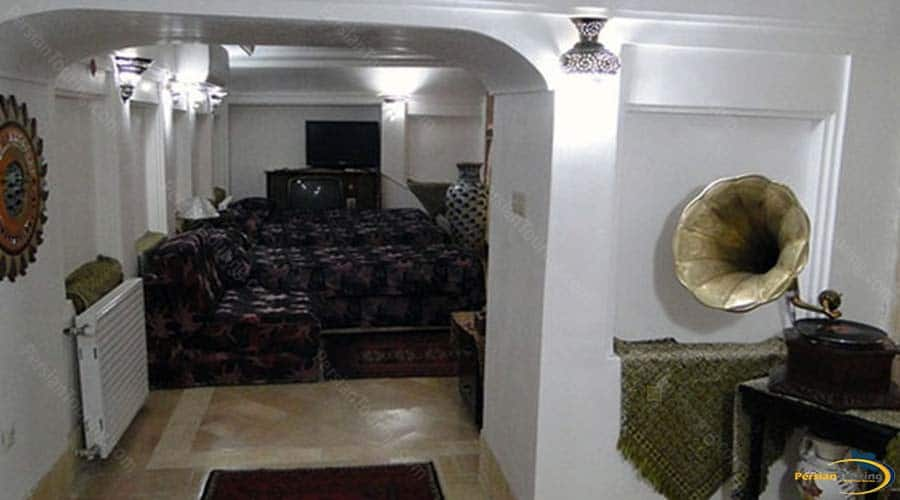 malek-al-tojar-hotel-yazd-quadruple-room-1