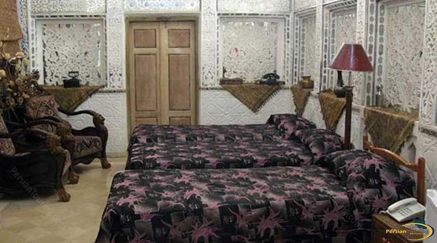 malek-al-tojar-hotel-yazd-triple-room-1