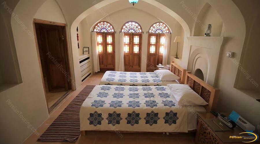 manouchehri-traditional-hotel-kashan-6 beds room-4