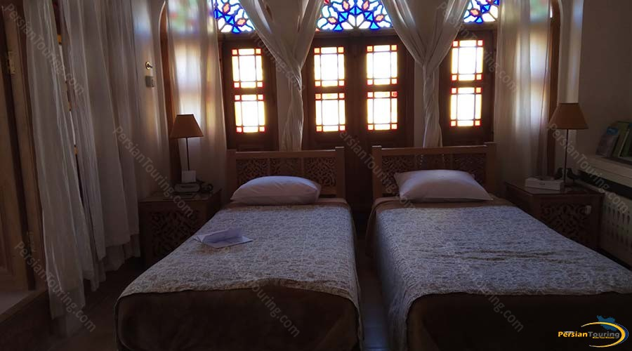 manouchehri-traditional-hotel-kashan-double-room-3