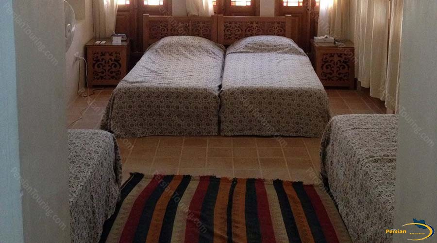 manouchehri-traditional-hotel-kashan-quadruple-room-1
