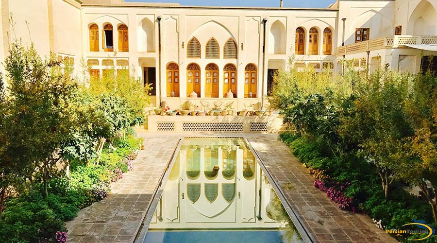manouchehri-traditional-hotel-kashan-yard-2