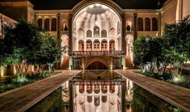 manouchehri-traditional-hotel-kashan-yard-4