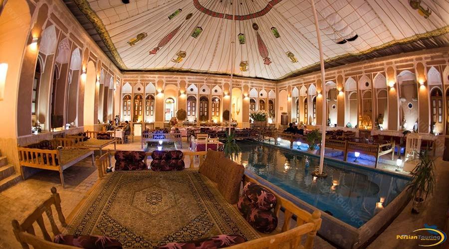 mehr-traditional-hotel-yazd-yard-2