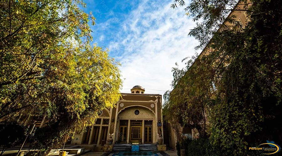 moshir-al-mamalek-garden-hotel-yazd-yard-2