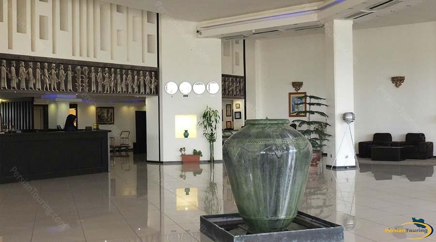 negarestan-hotel-kashan-labby-2