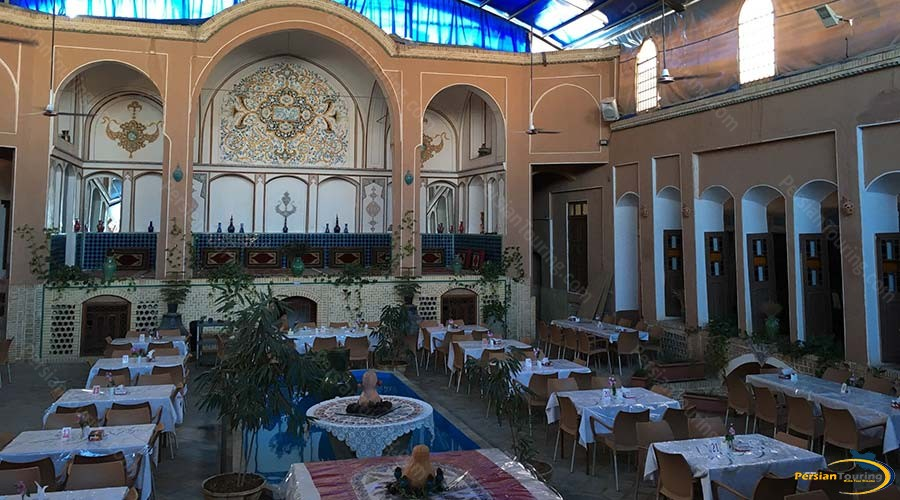 negin-traditional-hotel-kashan-yard-1