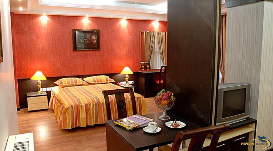 pariz-hotel-tehran-triple-suite-1