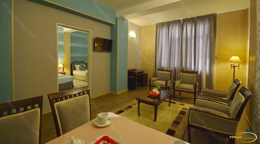 park-saadi-hotel-shiraz-one-bedroom-suite-for-3-person-1