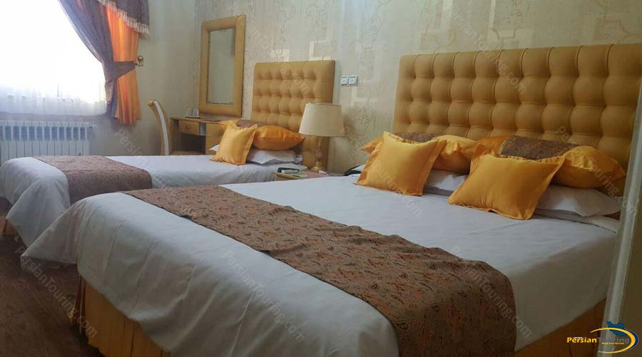 parseh-hotel-shiraz-triple-room-1