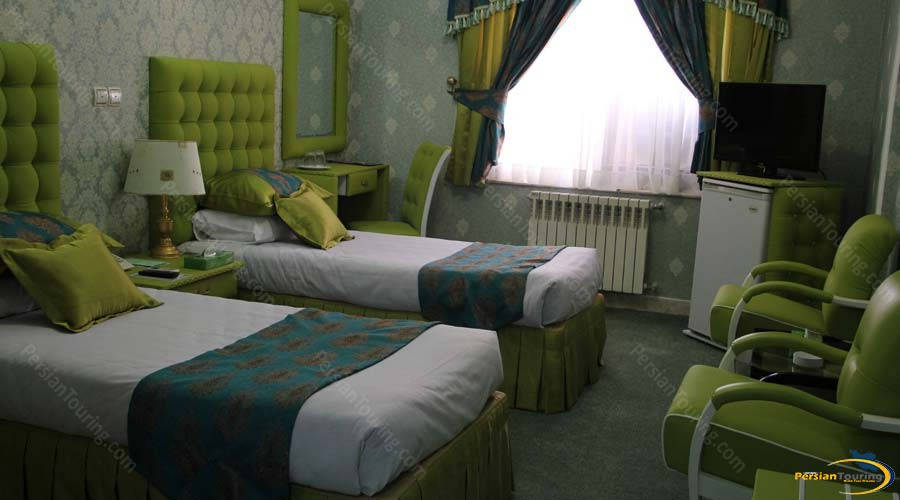 parseh-hotel-shiraz-twin-room-3
