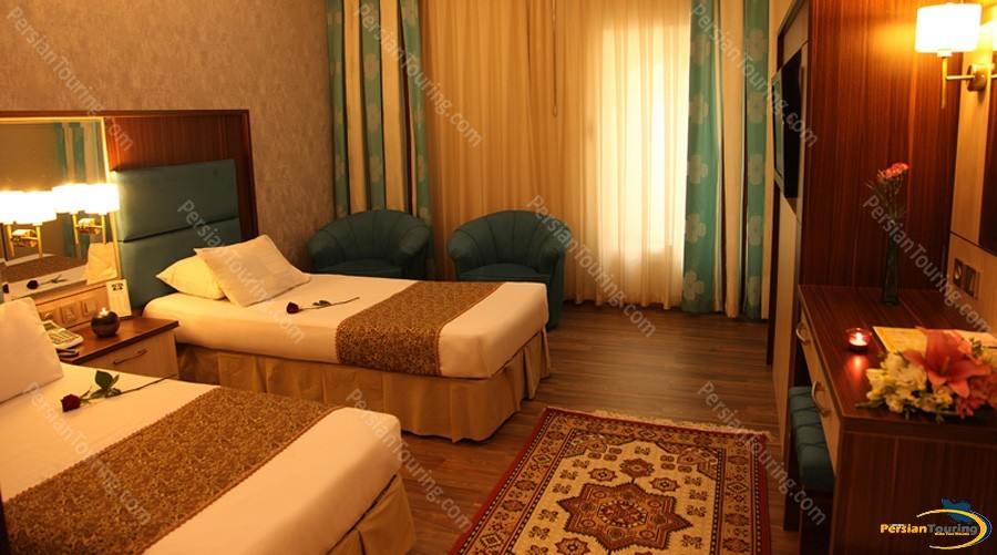 parsian-ali-qapu-hotel-isfahan-twin-room-1