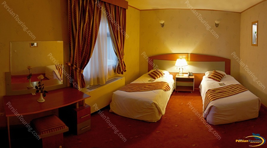 parsian-ali-qapu-hotel-isfahan-twin-room-2
