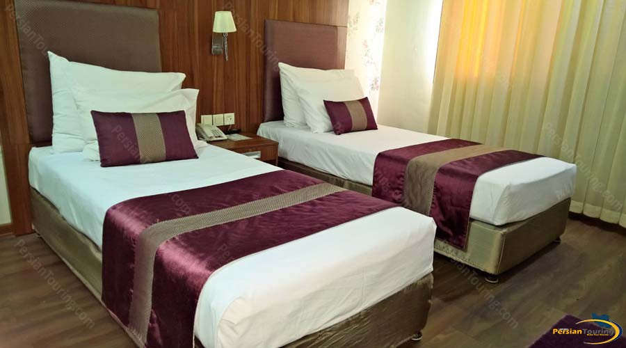 parsian-hotel-shiraz-twin-room-2