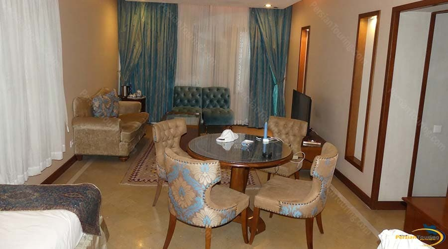 parsian-safaiyeh-hotel-yazd-quadruple-suite-2