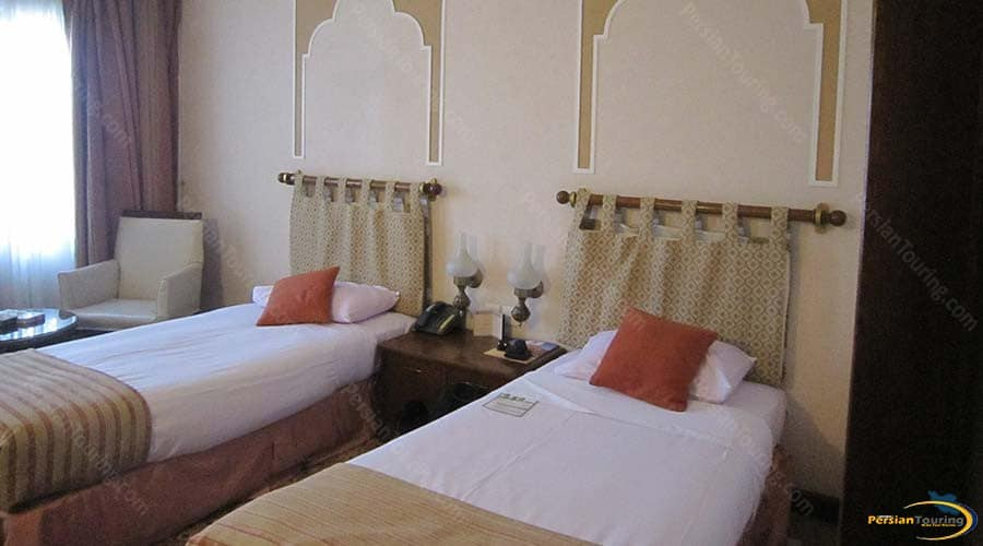 parsian-safaiyeh-hotel-yazd-twin-room-2