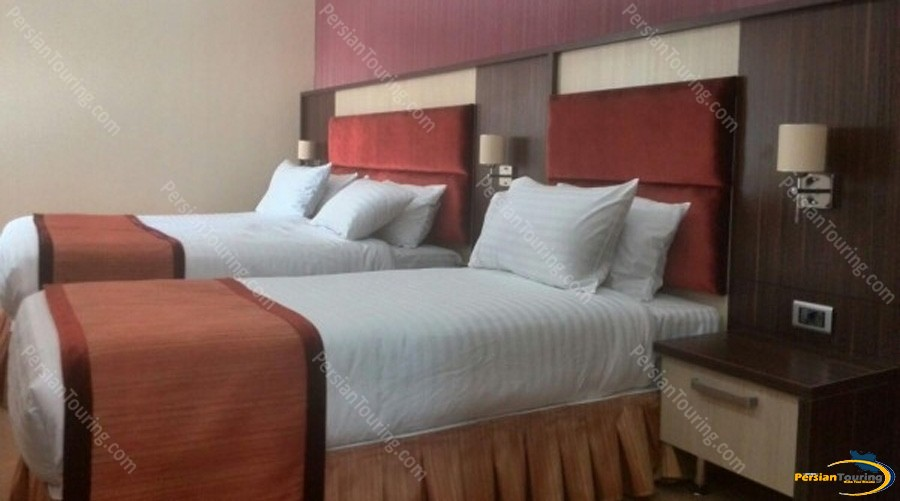 parsian-suite-hotel-isfahan-triple-room 1