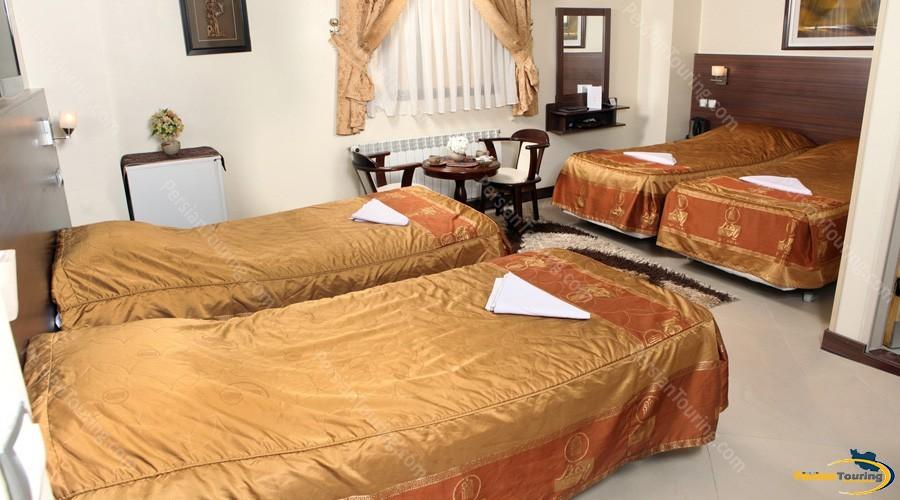 part-hotel-isfahan-quadruple-room-1