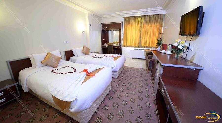 piroozy-hotel-isfahan-twin room 4
