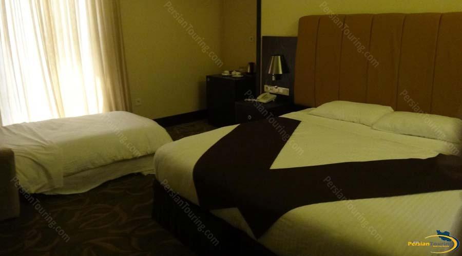 royal-hotel-shiraz-double-room-2