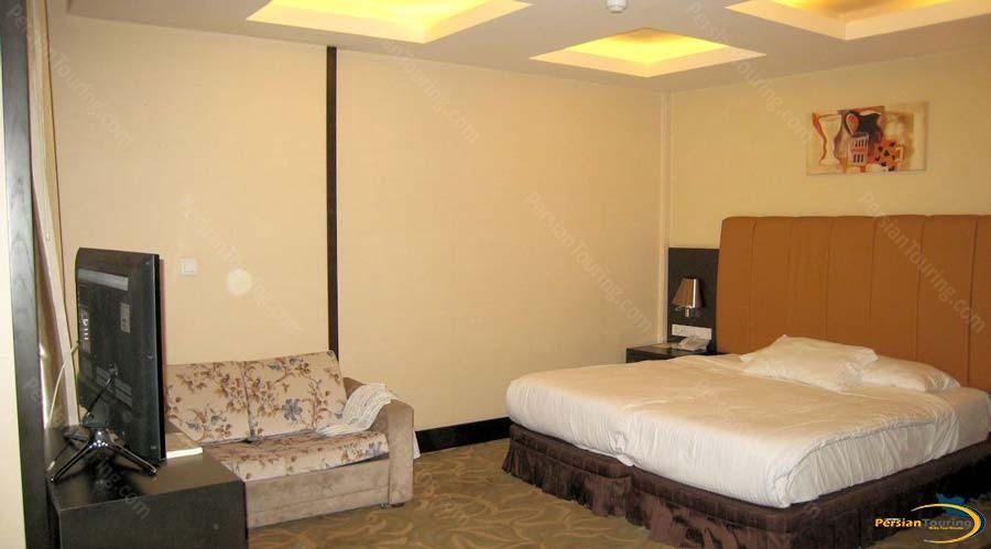 royal-hotel-shiraz-double-room-3