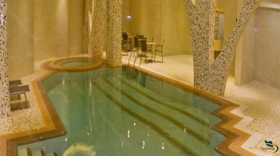 royal-hotel-shiraz-pool-1