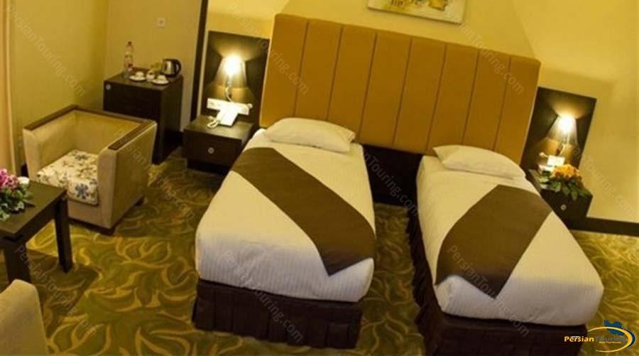 royal-hotel-shiraz-twin-room-1