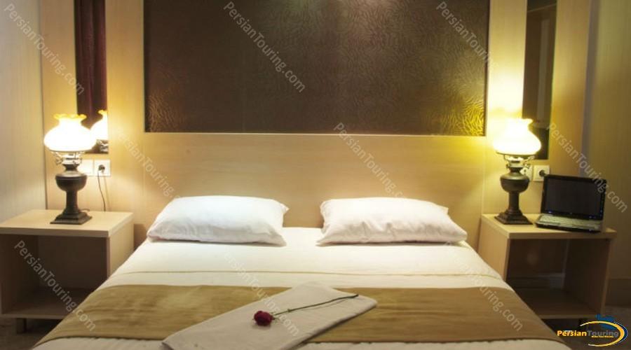 safir-hotel-isfahan-double-room-4