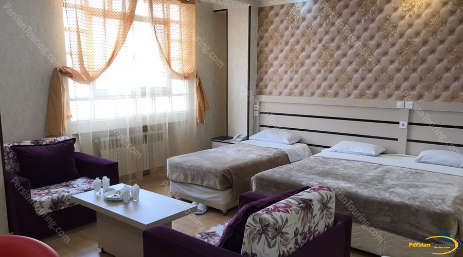 sepahan-hotel-isfahan-triple-room-3